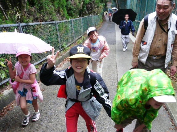aki_hike-1.jpg