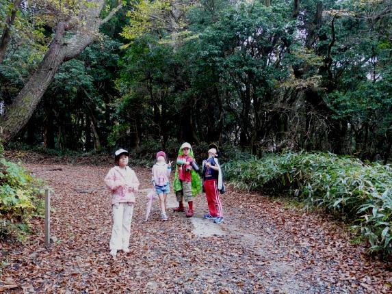 aki_hike-2.jpg